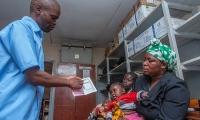 32年研发,耗资7亿美元,预防率最高40%:美药企向非洲投放抗疟疫苗引争议